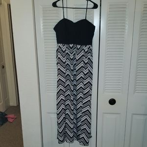 Black & White Maxi Dress w/ Slits In Front